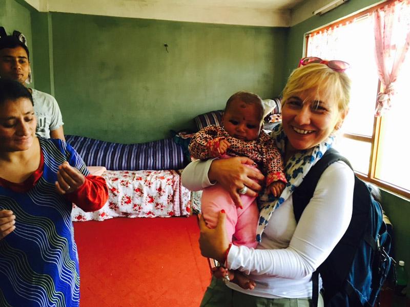 Nepal, durante il terremoto dell'aprile 2015 con un neonato tratto in salvo dalle macerie