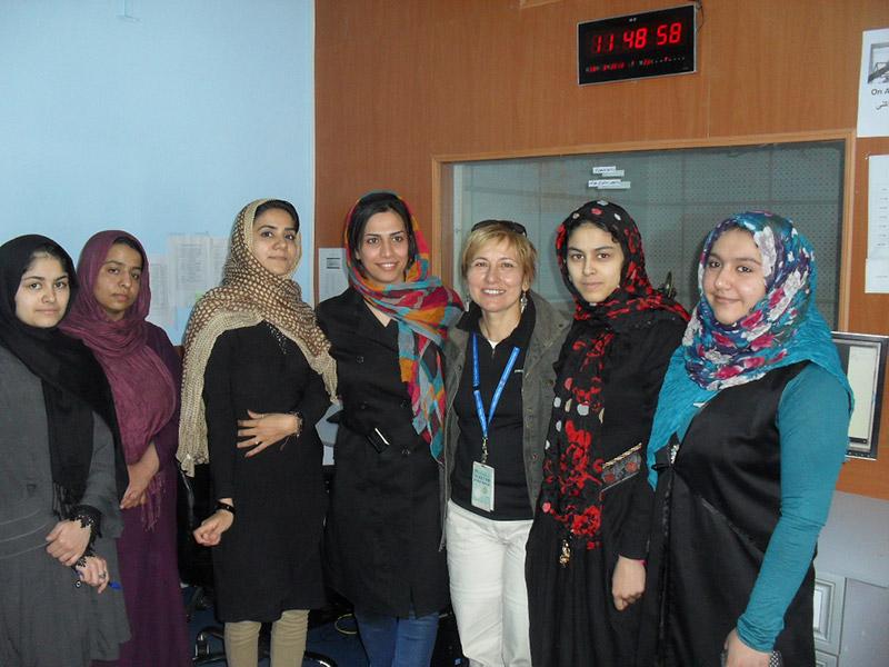 Herat, Afghanistan, nella sede di Radio Sherazade, composta solo da donne
